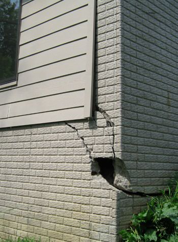severe cracking of structural walls in Phillips
